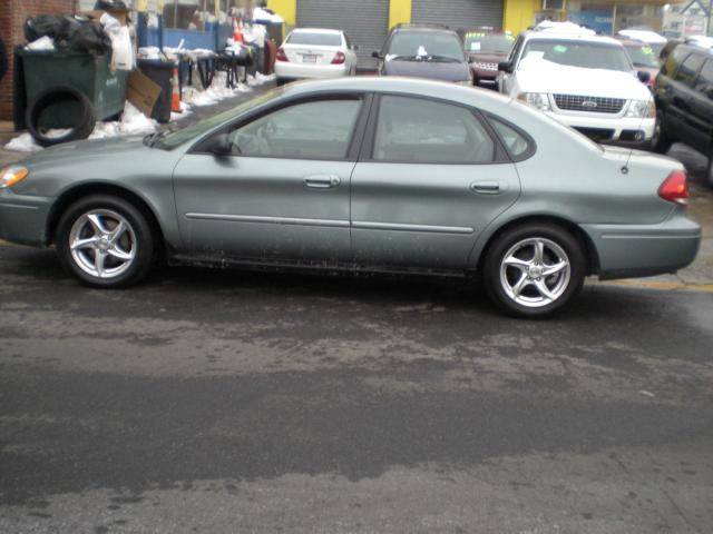 Picture of a 2006 Ford Taurus
