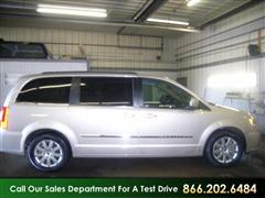 2013 Chrysler TOWN & COU